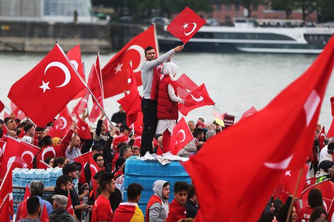 Ο Ερντογάν κατεβάζει εκατομμύρια κόσμο στην Κωνσταντινούπολη