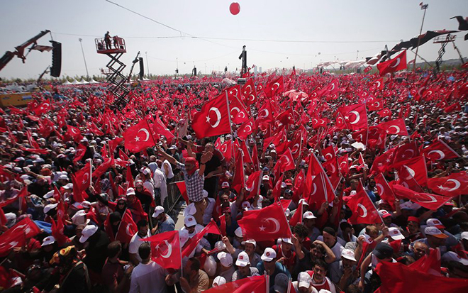 epa05461205 People wave Turkish flags during a rally to protest at the failed coup attempt of 15th July 2016 and mourn the 240 people killed including civilians, policemen, and soldiers, in Istanbul, Turkey 07 August 2016. Thousands of people attend a democracy rally in Istanbul to protest the 15th July coup attempt.  The president, Prime Minister, main opposition head and the leader of the country's foremost nationalist party joined the rally.  EPA/SEDAT SUNA