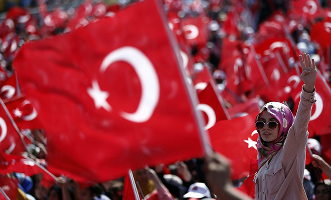 epa05461351 People wave Turkish flags during a rally to protest at the failed coup attempt of 15th July 2016 and mourn the 240 people killed including civilians, policemen, and soldiers, in Istanbul, Turkey 07 August 2016. Thousands of people attend a democracy rally in Istanbul to protest the 15th July coup attempt.  The president, Prime Minister, main opposition head and the leader of the country's foremost nationalist party joined the rally.  EPA/SEDAT SUNA
