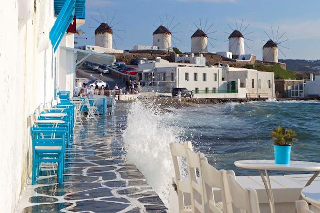 DW: Εφοριακοί με… μαγιό για την πάταξη της φοροδιαφυγής στην Ελλάδα