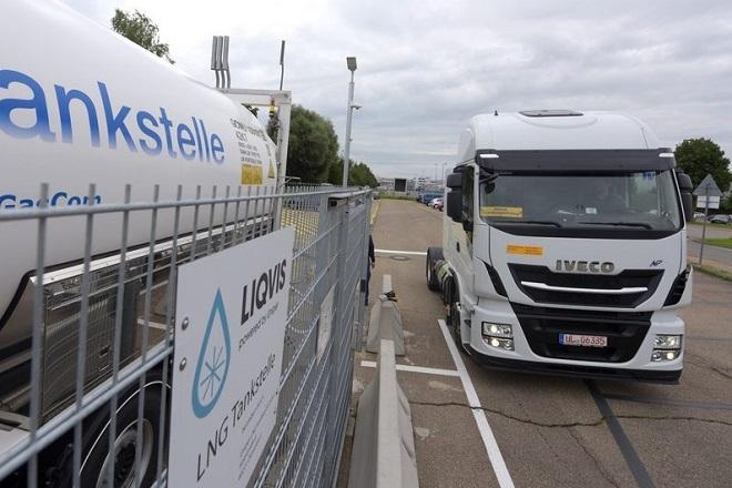 Η αστυνομία βρήκε 12 μετανάστες ζωντανούς σε φορτηγό ψυγείο στο Βέλγιο