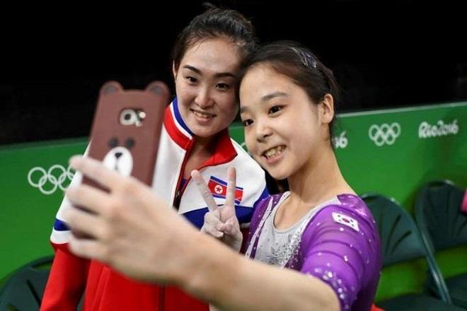 Η selfie που ένωσε τη Βόρεια με τη Νότια Κορέα
