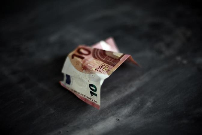 Ύφεση 0,9% για την οικονομία το β' τρίμηνο