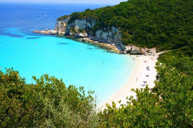 Αυτές είναι οι 8 «μυστικές» ελληνικές παραλίες που προτείνει η Telegraph