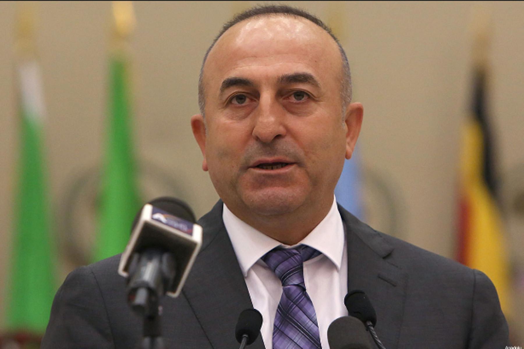 H Τουρκία απειλεί: Τέλος η συμφωνία για το προσφυγικό αν δεν αρθούν οι βίζες
