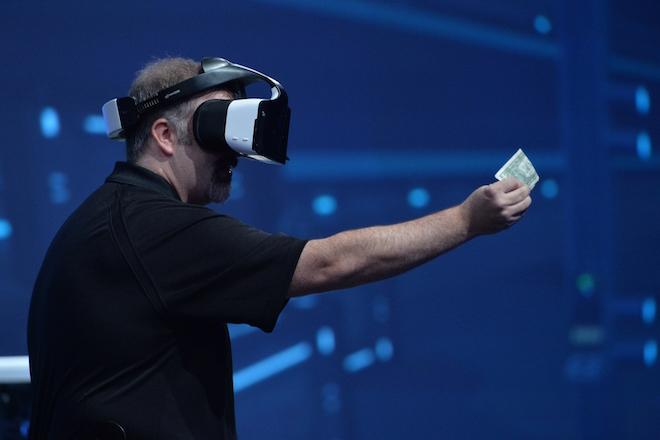 Νέα συσκευή «συγχωνευμένης» πραγματικότητας από την Intel