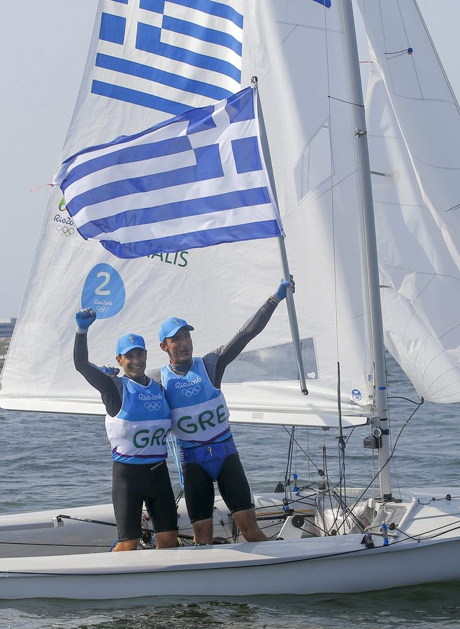 epa05496570 Panagiotis Mantis and Pavlos Kagialis of Greece celebrate after winning the bronze medal in the men's 470 class medal race of the Rio 2016 Olympic Games Sailing events at the Marina da Gloria in Rio de Janeiro, Brazil, 18 August 2016.  EPA/OLIVIER HOSLET