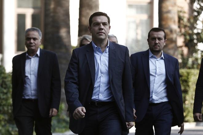 FT: Στο τεντωμένο σχοινί των μεταρρυθμίσεων ακροβατεί ο Αλ. Τσίπρας