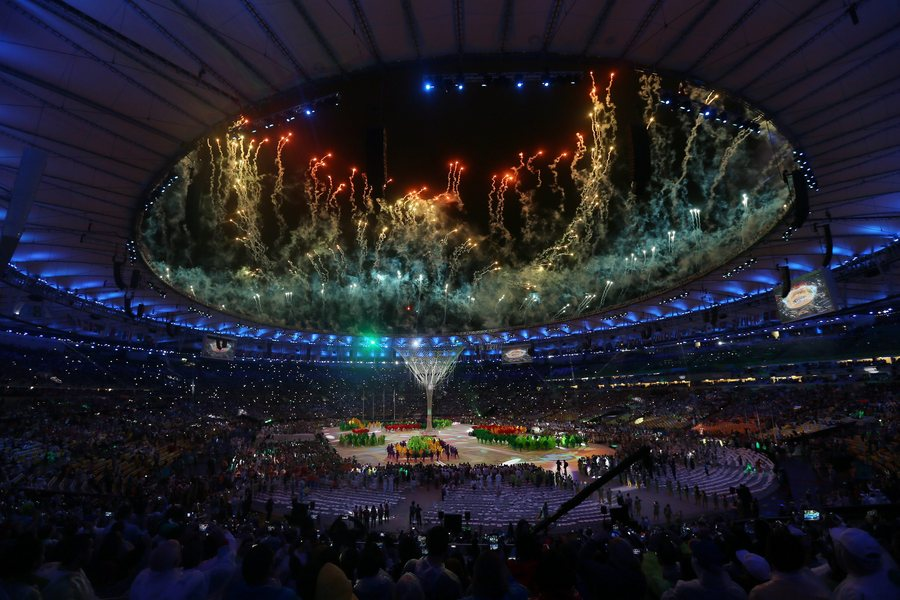 epaselect epa05506411 Performers during the Closing Ceremony of the Rio 2016 Olympic Games at the Maracana Stadium in Rio de Janeiro, Brazil, 21 August 2016.  EPA/OLIVIER HOSLET