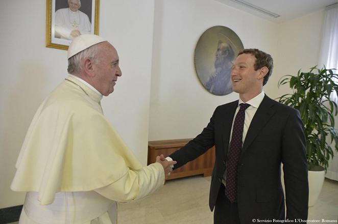 Το απίθανο δώρο του Ζούκερμπεργκ στον Πάπα Φραγκίσκο