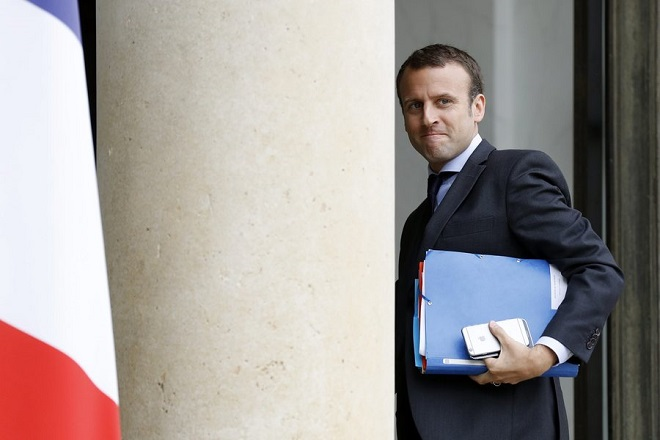 Παραιτείται ο Γάλλος υπουργός Οικονομικών Μανουέλ Μακρόν