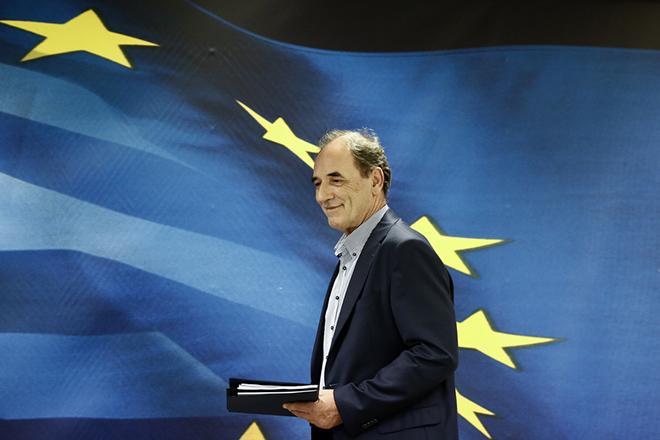 Νέο θεσμικό πλαίσιο για τα κόκκινα επιχειρηματικά δάνεια προαναγγέλλει ο Γιώργος Σταθάκης