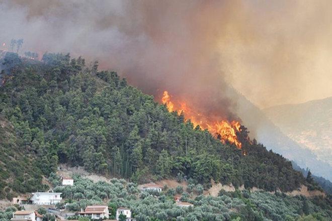 Σε «συναγερμό» η Θάσος – Εκκενώθηκε οικισμός λόγω της πυρκαγιάς