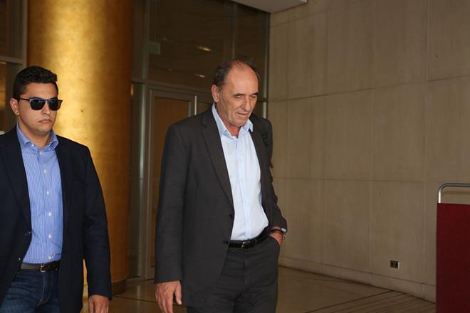 Ο υπουργός Οικονομίας Γιώργος Σταθάκης αποχωρεί μετά το τέλος της συνάντησης του με τους εκρποσώπους των θεσμών, Τετάρτη 14 Σεπτεμβρίου 2016. ΑΠΕ - ΜΠΕ/ΑΠΕ - ΜΠΕ/Αλέξανδρος Μπελτές