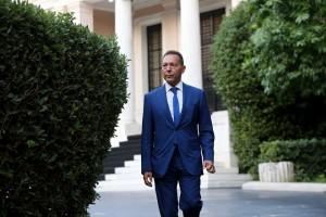 Ο Διοικητής της Τράπεζας της Ελλάδος Γιάννης Στουρνάρας αποχωρεί από το Μέγαρο Μαξίμου μετά την συνάντηση του με τον πρωθυπουργό Αλέξη Τσίπρα, Σάββατο 17 Σεπτεμβρίου 2016.  ΑΠΕ-ΜΠΕ/ΑΠΕ-ΜΠΕ/Παντελής Σαίτας