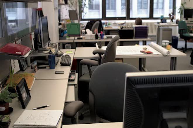 Κατάργηση της μονιμότητας για τους υπαλλήλους των ΔΕΚΟ – Τι λένε οι θεσμοί για τα ειδικά μισθολόγια