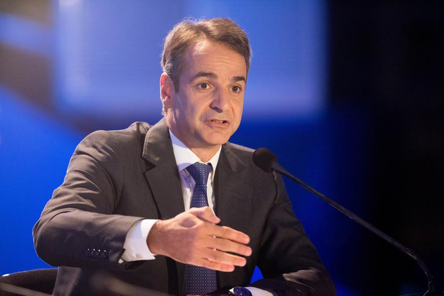 """Ο πρόεδρος της Νέας Δημοκρατίας Κυριάκος Μητσοτάκης απαντά σε ερωτήσεις κατά τη διάρκεια της συνέντευξης τύπου, στο πλαίσιο της 81ης ΔΕΘ, την Κυριακή 18 Σεπτεμβρίου 2016. Χθες  βράδυ ο Κ. Μητσοτάκης μίλησε στους εκπροσώπους των παραγωγικών τάξεων στο συνεδριακό κέντρο """"Ι. Βελλίδης"""". ΑΠΕ-ΜΠΕ/PIXEL/ΣΩΤΗΡΗΣ ΜΠΑΡΜΠΑΡΟΥΣΗΣ"""