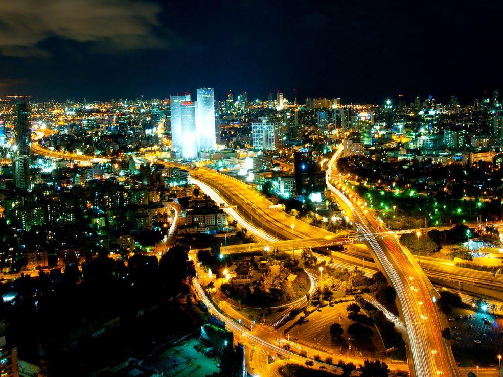 1200px-tel_aviv_skyline_night_-_2