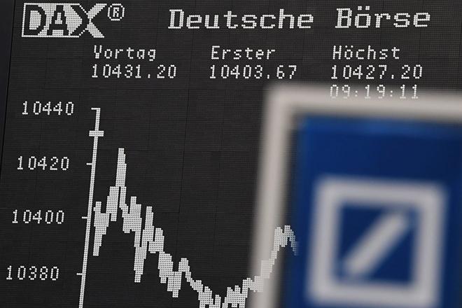 Η μετοχή της Deutsche Bank ξανά υπό πίεση