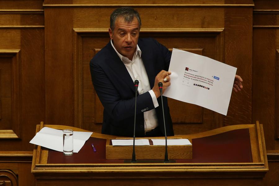 Θεοδωράκης: Ξεπεράσατε και τους προηγούμενους στον λαϊκισμό