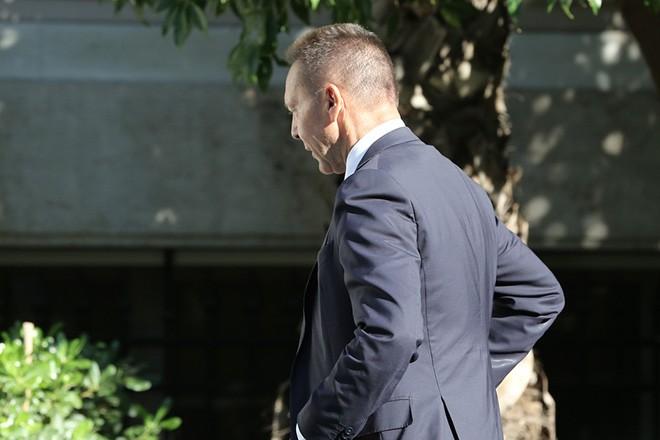 Ο διοικητής της Τράπεζας της Ελλάδος, Γιάννης Στουρνάρας κατά την άφιξη του στο Μέγαρο Μαξίμου, την  Παρασκευή 30 Σεπτεμβρίου 2016. ΑΠΕ-ΜΠΕ/ΑΠΕ-ΜΠΕ/ΣΥΜΕΛΑ ΠΑΝΤΖΑΡΤΖΗ