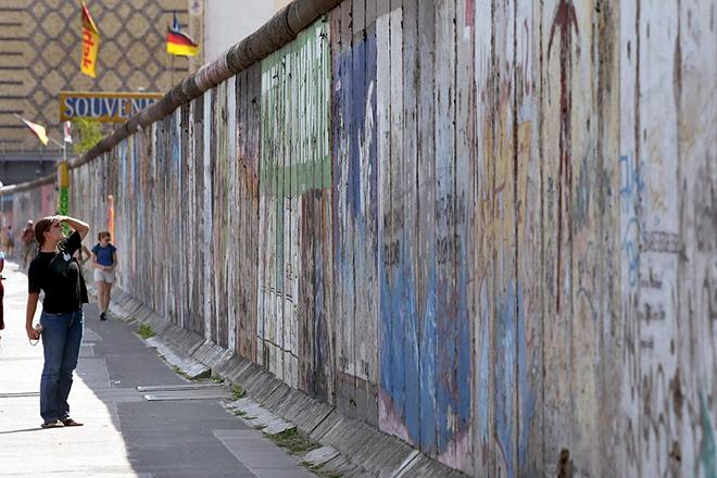 Τριάντα χρόνια από την πτώση του Τείχους με όχι και τόσο… εορταστικό κλίμα σε Γερμανία και Ευρώπη
