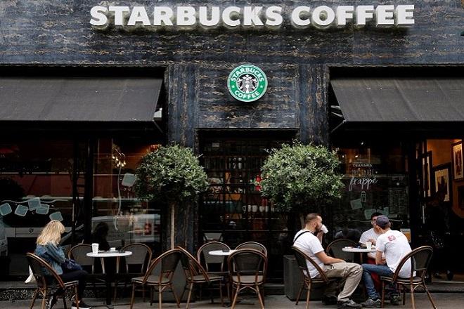Σχέδιο αναδιάρθρωσης με ανακατατάξεις και απολύσεις στην Starbucks