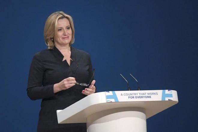 Μπλόκο σε όσους προσλαμβάνουν ξένους εξαγγέλλει η βρετανική κυβέρνηση