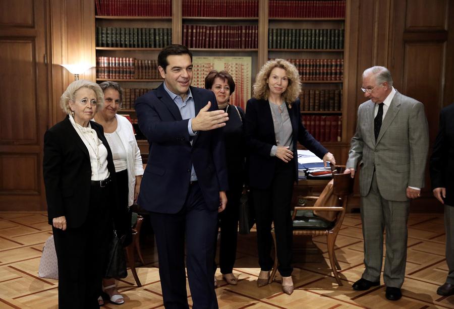 Ο πρωθυπουργός, Αλέξης Τσίπρας (Κ) υποδέχεται τους προέδρους των Ανώτατων Δικαστηρίων κατά τη συνάντησή τους στο Μέγαρο Μαξίμου, Αθήνα, την Πέμπτη 6 Οκτωβρίου 2016. ΑΠΕ-ΜΠΕ/ΑΠΕ-ΜΠΕ/SIMELA PANTZARTZI