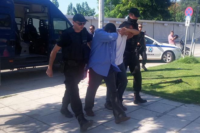Οι Τούρκοι στρατιωτικοί του στρατιωτικού ελικοπτέρου που προσγειώθηκε χθες το μεσημέρι στο αεροδρόμιο της Αλεξανδρούπολης, οδηγούνται στον εισαγγελέα, Αλεξανδρούπολη, Κυριακή 17 Ιουλίου 2016. Στον εισαγγελέα Αλεξανδρούπολης οδηγήθηκαν το πρωί οι οκτώ Τούρκοι στρατιωτικοί, πλήρωμα και επιβαίνοντες του στρατιωτικού ελικοπτέρου που προσγειώθηκε χθες το μεσημέρι στο αεροδρόμιο «ΔΗΜΟΚΡΙΤΟΣ» της πρωτεύουσας του Έβρου. ΑΠΕ-ΜΠΕ/ΑΠΕ-ΜΠΕ/ΔΗΜΗΤΡΗΣ ΑΛΕΞΟΥΔΗΣ