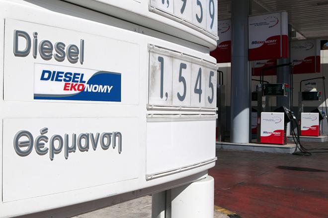 Με προβλήματα αναμένεται η διάθεση του πετρελαίου θέρμανσης από την Δευτέρα 15 Οκτωβρίου, καθώς απέβη άκαρπη η συνάντηση μεταξύ του υφυπουργού Οικονομικών, Γιώργου Μαυραγάνη και των πρατηριούχων για το θέμα της εξίσωσης των φόρων για του πετρελαίου κίνησης και θέρμανσης, Κυριακή 14 Οκτωβρίου2012. ΑΠΕ-ΜΠΕ/ΑΠΕ-ΜΠΕ/Παντελής Σαίτας