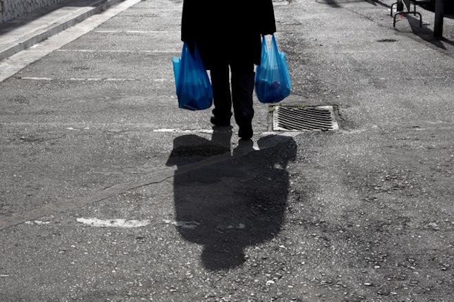 Eurostat: Πάνω από ένας στους τρεις Έλληνες χωρίς βασικά αγαθά