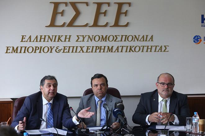 O πρόεδρος της ΕΤΕAN ΑΕ  Κώστας Γαλιάτσος (Κ), ο πρόεδρος της ΓΣΕΒΕ Γιώργος Καββαθάς (Δ) και ο πρόεδρος της ΕΣΕΕ Βασίλης Κορκίδης (Α) στη σημερινή κοινή συνέντευξη τύπου της ΕΣΕΕ, της ΓΣΕΒΕΕ και του ΕΤΕΑΝ στο πλαίσιο της εκστρατείας ενημέρωσης του επιχειρηματικού κόσμου για τα υφιστάμενα χρηματοδοτικά εργαλεία της ΕΤΕΑΝ ΑΕ αλλά και για τις δυνατότητες πρόσβασής τους σε εναλλακτικές πηγές ρευστότητας, Δευτέρα 13 Ιουνίου 2016. ΑΠΕ - ΜΠΕ/ΑΠΕ - ΜΠΕ/Αλέξανδρος Μπελτές