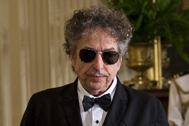 epa05583516 (FILE) A file picture dated 29 May 2012 shows US folk music legend Bob Dylan in the East Room of the White House in Washington, DC USA. Dylan won the 2016 Nobel Prize in Literature, the Swedish Academy announced in Stockholm on 13 October 2016. *** Local Caption *** 50363250  EPA/JIM LO SCALZO