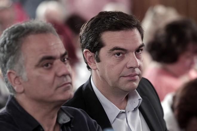 Ο πρόεδρος του ΣΥΡΙΖΑ Αλέξης Τσίπρας (Δ) και ο εκπρόσωπος Τύπου του ΣΥΡΙΖΑ Πάνος Σκουρλέτης (Α) παρακολουθούν τη συνεδρίαση της Κεντρικής Επιτροπής του ΣΥΡΙΖΑ με θέμα: Απολογισμός καλοκαιρινής περιόδου και προγραμματισμός, Σάββατο 18 Οκτωβρίου 2014. ΑΠΕ ΜΠΕ/ ΑΠΕ-ΜΠΕ / ΓΙΑΝΝΗΣ ΚΟΛΕΣΙΔΗΣ