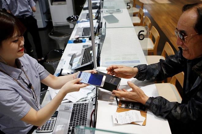 Η μεγαλύτερη αλυσίδα ηλεκτρονικών στις ΗΠΑ αποσύρει από τα ράφια της τα προϊόντα της Kaspersky