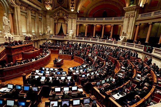 «Πυρομανή πυροσβέστη» αποκάλεσαν τον Σόιμπλε στο κοινοβούλιο της Πορτογαλίας