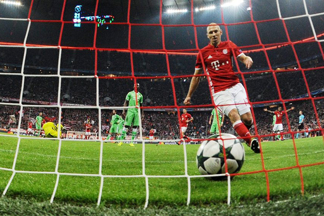 epa05592867 Arjen Robben of Bayern reacts after scoring the 4-1 during the UEFA Champions League group D match between Byern Munich and PSV Eindhoven in Munich, Germany, 19 October 2016.  EPA/Tobias Hase