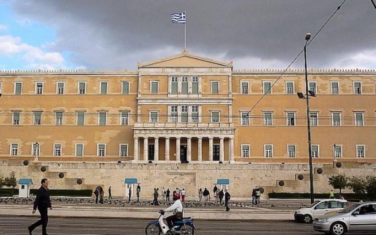 Η «βόμβα» που απειλεί την ελληνική οικονομία
