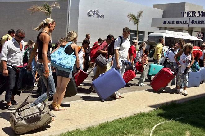 Ένα δισεκατομμύριο ευρώ επιπλέον έφεραν οι τουρίστες στην ελληνική οικονομία σε σχέση με πέρυσι