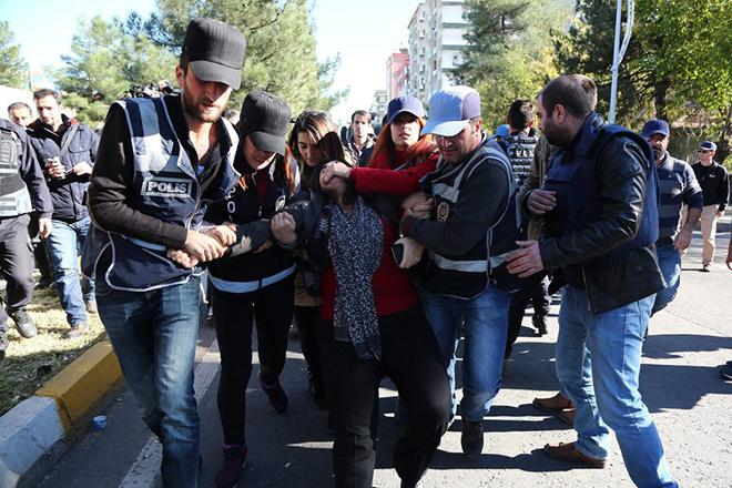 Εκτός ελέγχου η κατάσταση στην Τουρκία – Προφυλακίζονται βουλευτές του HDP