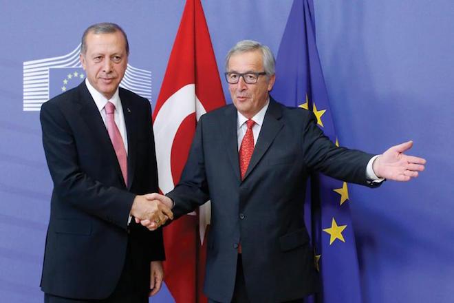 Γιούνκερ: Η Τουρκία απομακρύνεται με γιγάντια βήματα από την Ευρώπη