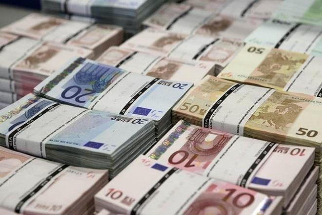 Αδειάζουν οι τραπεζικοί λογαριασμοί λόγω κατασχέσεων