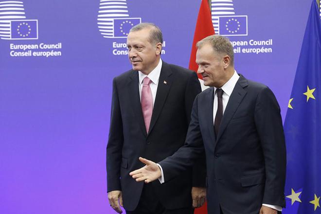 Παρά τις τουρκικές προκλήσεις η ΕΕ θα δώσει στην Άγκυρα ακόμη 3 δισ. ευρώ για το προσφυγικό