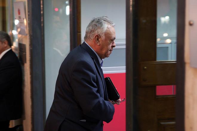 Ο αντιπρόεδρος της κυβέρνησης  Γιάννης Δραγασάκης φτάνει στα γραφεία του ΣΥΡΙΖΑ όπου θα συνεδριάσει η Πολιτική Γραμματεία του κόμματος, Τρίτη 8 Νοεμβρίου 2016. ΑΠΕ - ΜΠΕ/ΑΠΕ - ΜΠΕ/Αλέξανδρος Μπελτές