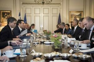 (Ξένη Δημοσίευση) Ο Πρωθυπουργός Αλέξης Τσίπρας (2Α) συνομιλεί με τον Πρόεδρο των Ηνωμένων Πολιτειών της Αμερικής, Μπάρακ Ομπάμα (3Δ), κατά τη διάρκεια της συνάντησής τους στο Μέγαρο Μαξίμου, Αθήνα Τρίτη 15 Νοεμβρίου 2016. Έφτασε στην Ελλάδα ο Μπαράκ Ομπάμα, πρώτος σταθμός στο τελευταίο του ταξίδι στην Ευρώπη ως Πρόεδρος των ΗΠΑ, ενώ θα ακολουθήσει η επίσκεψή του στη Γερμανία. Ο Μπαράκ Ομπάμα, είναι ο τέταρτος πρόεδρος των ΗΠΑ που επισκέπτεται την Αθήνα, δεκαεπτά χρόνια μετά την επίσκεψη του Μπιλ Κλίντον . ΑΠΕ-ΜΠΕ/ΓΡΑΦΕΙΟ ΤΥΠΟΥ ΠΡΩΘΥΠΟΥΡΓΟΥ/Andrea Bonetti