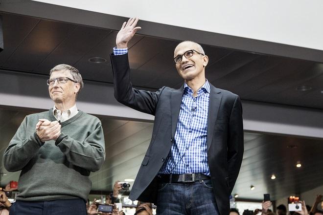 Είναι ο Σάτια Ναντέλα ο νέος Μπιλ Γκέιτς; Όλη η ιστορία του ανθρώπου που μετασχηματίζει τη Microsoft