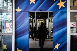 General atmosphere at the European Commission during a meeting conserning Greece's fate at the Eurozone, in Brussels, on June 24, 2015 / Στιγμιότυπα απο την ατμόσφαιρα που επικρατεί στην Ευρωπαϊκή Επιτροπή κατά τη διάρκεια των συναντήσεων για την κατάσταση της Ελλάδας στην Ευρωζώνη, στις Βρυξέλλες, στις 24 Ιουνίου, 2015