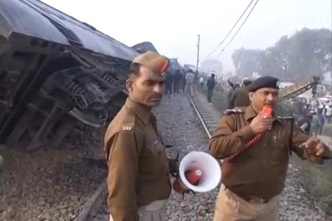 Τουλάχιστον 96 οι νεκροί στον εκτροχιασμό τρένου στην Ινδία