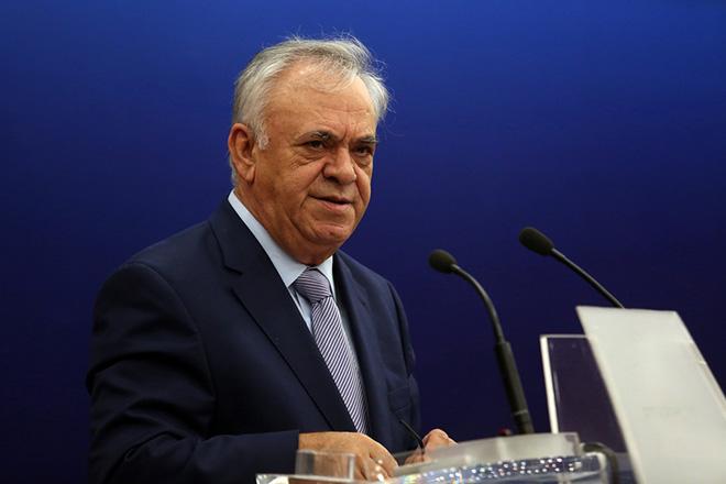 """Ο αντιπρόεδρος της Κυβέρνησης Ιωάννης Δραγασάκης  απευθύνει χαιρετισμό στην ημερίδα με θέμα :""""Διαρθρωτικές μεταρρυθμίσεις για την καταπολέμηση της διαφθοράς - Πρόγραμμα τεχνικής βοήθειας από τον ΟΟΣΑ"""", στην αίθουσα συνεδρίων της Γενικής Γραμματείας Ενημέρωσης και Επικοινωνίας, Τετάρτη 5 Οκτωβρίου 2016. ΑΠΕ-ΜΠΕ/ΑΠΕ-ΜΠΕ/Αλέξανδρος Μπελτές"""